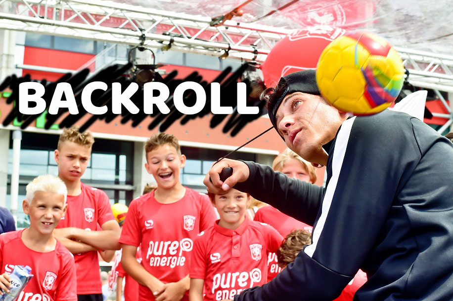 BACKROLL-over-de-rug-rollen-voetbaltruc